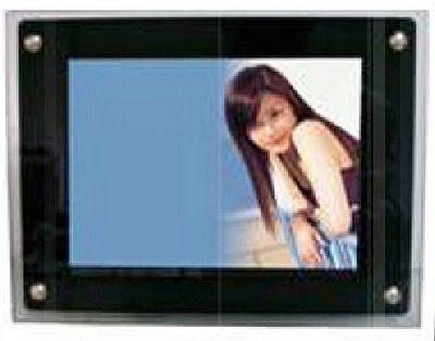 plv numérique - écran à bord en acrylique