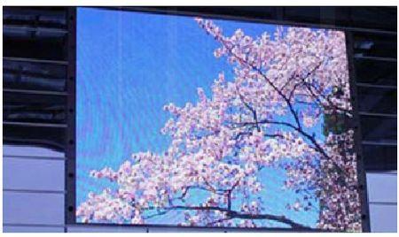 écrans géants - exemplaire installé en façade d'immeuble