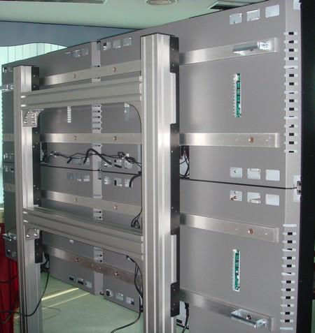 écrans géants - vue arrière des panneaux des moniteurs Lcd