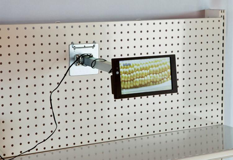 """écrans lcd """"Supermarket Caméléo"""" - fixation par bras télescopique en rayonnage"""
