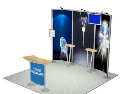 stand exposition avec mobilier et écran Lcd vidéo player en fond de site