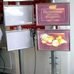 totem multimédia - totem affichage avec cadres-lumineux leds et distributeur flyers