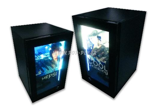 vitrine réfrigérée - les deux vitrines comportent une porte avec glace transparente qui est en fait un écran Lcd diffusant des clips vidéo