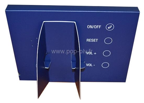 affichage dynamique - écran Lcd jetable vue du dos en carton avec l'équerre de support et les commandes de la vidéo