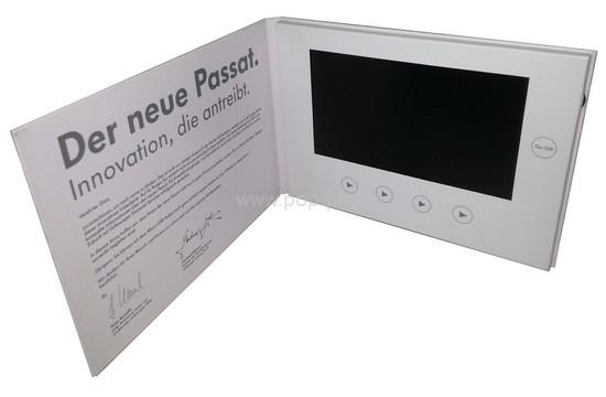 vidéo - brochure vidéo vue de l'intérieur avec à droite l'écran Lcd et les boutons de commande