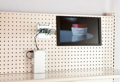 dalle - écran Lcd de petite taille fixé sur un linéaire comme un stop rayon