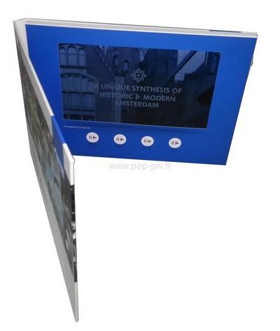 packaging - brochure vidéo vue de face - on voit l'écran Lcd et les boutons de commande