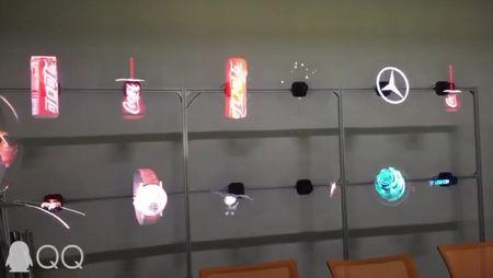 hologramme - rangées de projections d'hologrammes sur un banc de démonstration