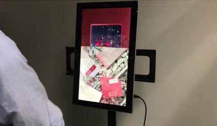 Écran numérique – manipulations devant l'écran pour animer les images